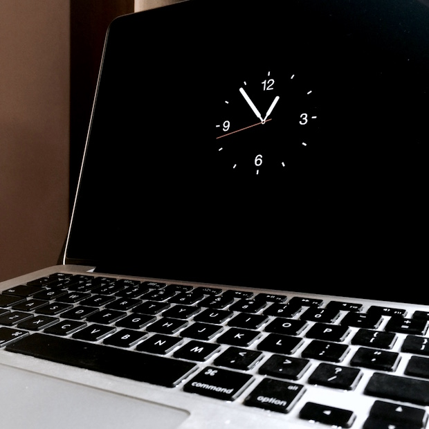 apple-watch-screen-saver-on-macbook-pro